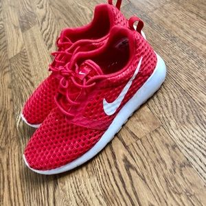 Nike perforated red sneaker roshe one women